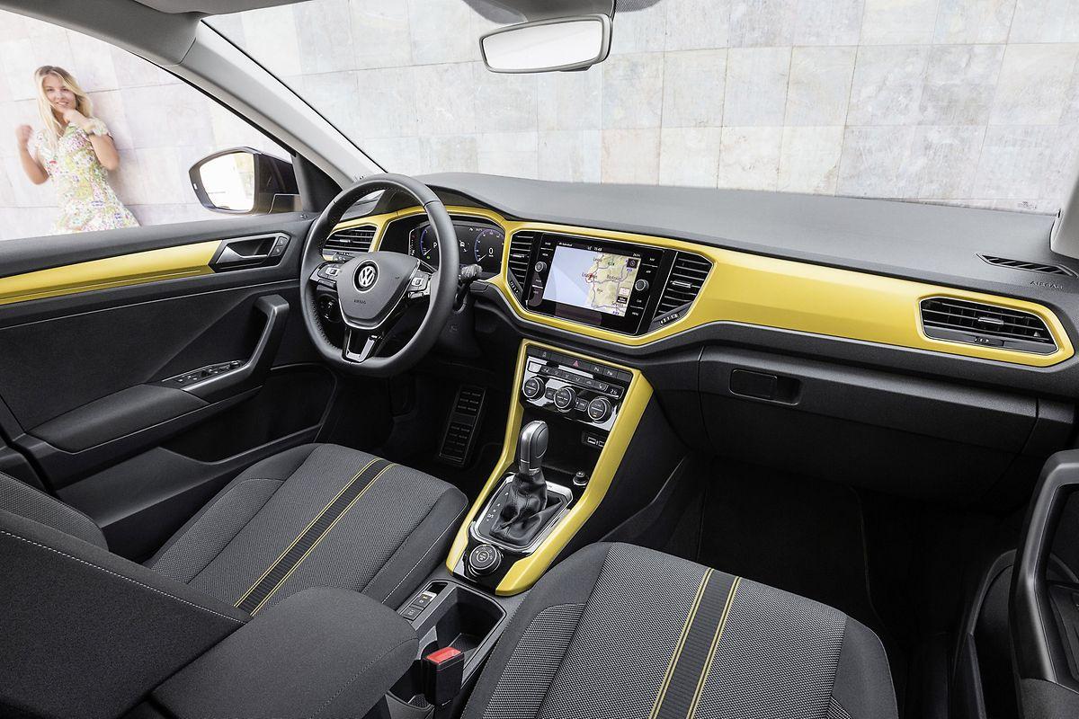Im Cockpit setzt VW auf kräftige Farben. Auf Wunsch gibt es das Ganze aber auch etwas dezenter.