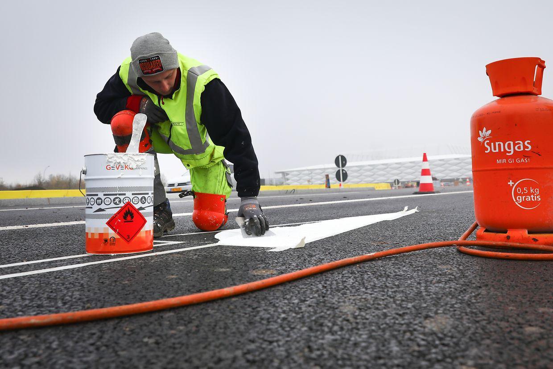 Am Wochenenden wurden noch die letzten Arbeiten unternommen, bevor der neue Streckenabschnitt am Montagmorgen für den Verkehr eröffnet wird.