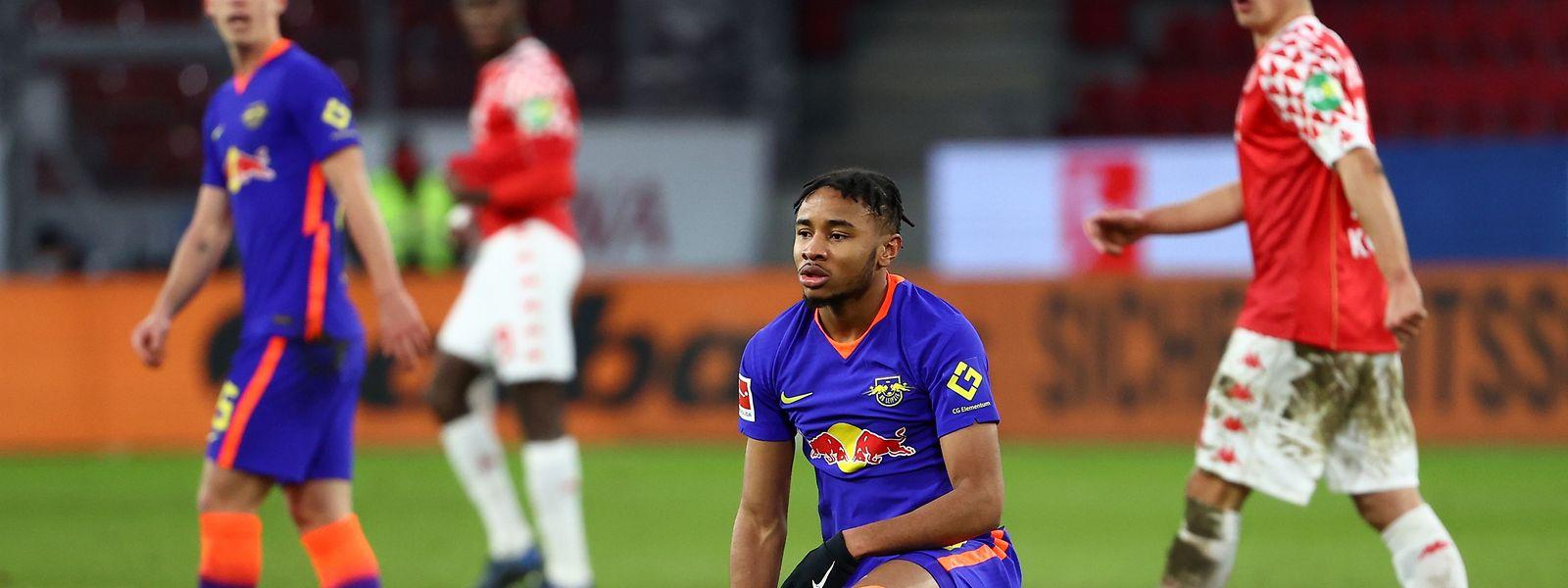Christopher Nkunku (Leipzig) ist nach der Niederlage gegen Mainz sichtlich enttäuscht.