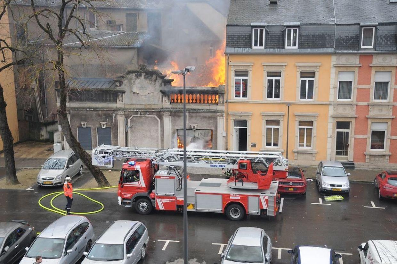 Die Lagerhalle des Scala brannte komplett aus.
