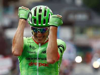 France's Pierre Rolland of team Cannondale-Drapac celebrates as he crosses the finish line to win the 17th stage of the 100th Giro d'Italia, Tour of Italy, cycling race from Tirano to Canazei on May 24, 2017.  / AFP PHOTO / Luk BENIES