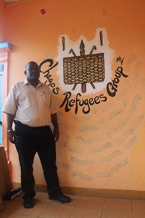 """Em Novembro de 2000, Olivier Bancoult, líder do Grupo de Refugiados de Chagos, desceu as escadas do supremo tribunal em Londres, ergueu os dedos em """"V"""" de vitória: a expulsão do seu povo tinha sido considerada ilegal e o direito dos chagossianos a regressar era reconhecido. Mas até hoje nada aconteceu e o Reino Unido continua a negar o direito fundamental dos chagossianos regressarem à sua ilha"""