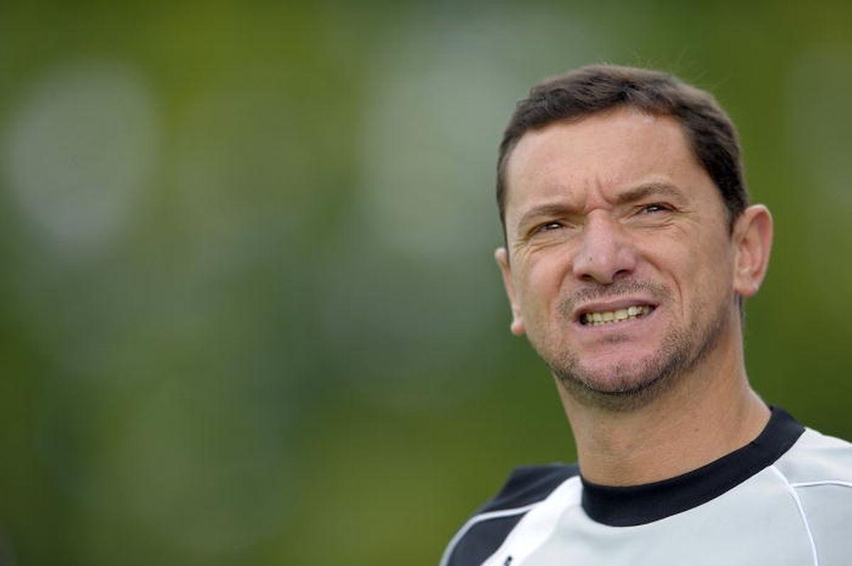 O treinador Álvaro Cruz