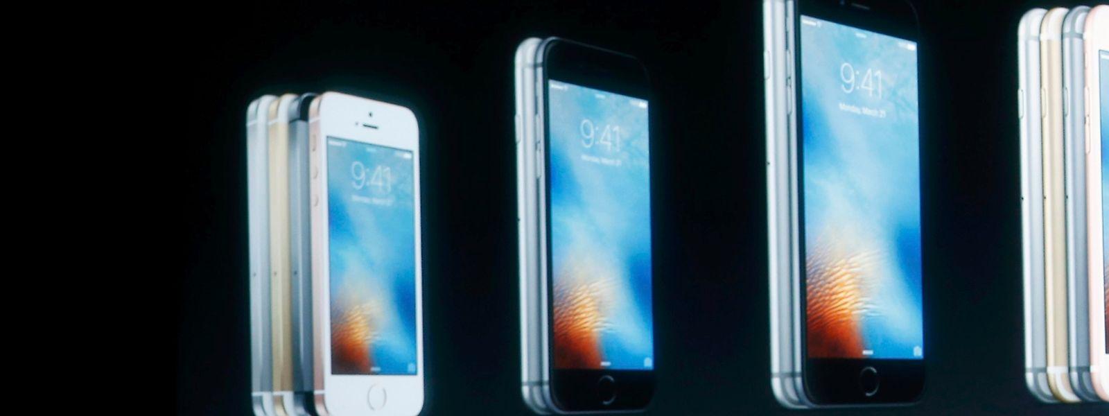 """Das iPhone SE (links) ist im Vergleich zu den Modellen 6 und 6 Plus kleiner, verfügt aber über einige Technik-Features aus den """"Großen""""."""