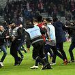 Chaos auf dem Spielfeld: Lille-Anhänger stürmten das Spielfeld am vergangenen Wochenende.