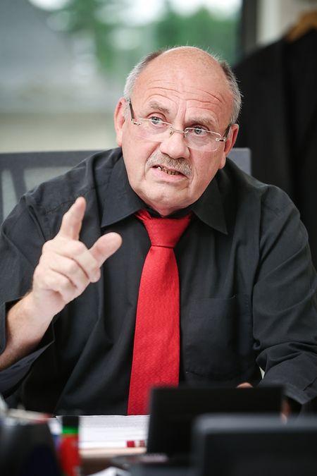 """Camille Weydert kam 1971 zur Gendarmerie und war ab 1981 Drogenfahnder bei der """"Sûreté"""". 1995 gründete er mit zwei Kollegen die """"Section protection de la jeunesse"""" der Kriminalpolizei. Seit 2005 ist der heute 65-Jährige für seine gewerkschaftlichen Aktivitäten bei der CGFP vom Polizeidienst freigestellt."""