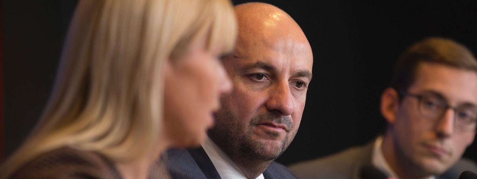 """""""Wir müssen transparent und stark vorgehen"""", so EU-Kommissarin Elzbieta Bienkowska im Beisein von Wirtschaftsminister Etienne Schneider."""