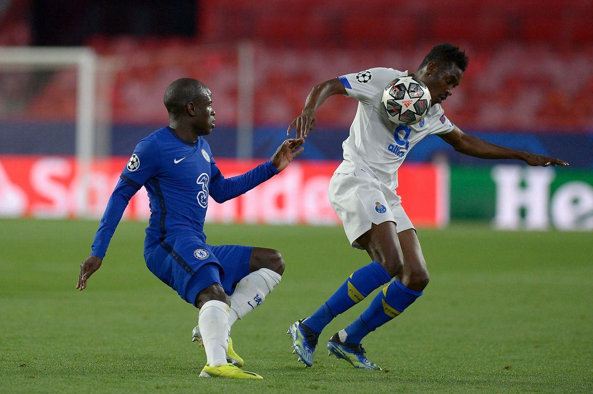 N'Golo Kanté und Chelsea verlieren das Rückspiel gegen Porto um Zaidu Sanusi (r.). Dennoch stehen der Franzose und seine Teamkollegen im Halbfinale.