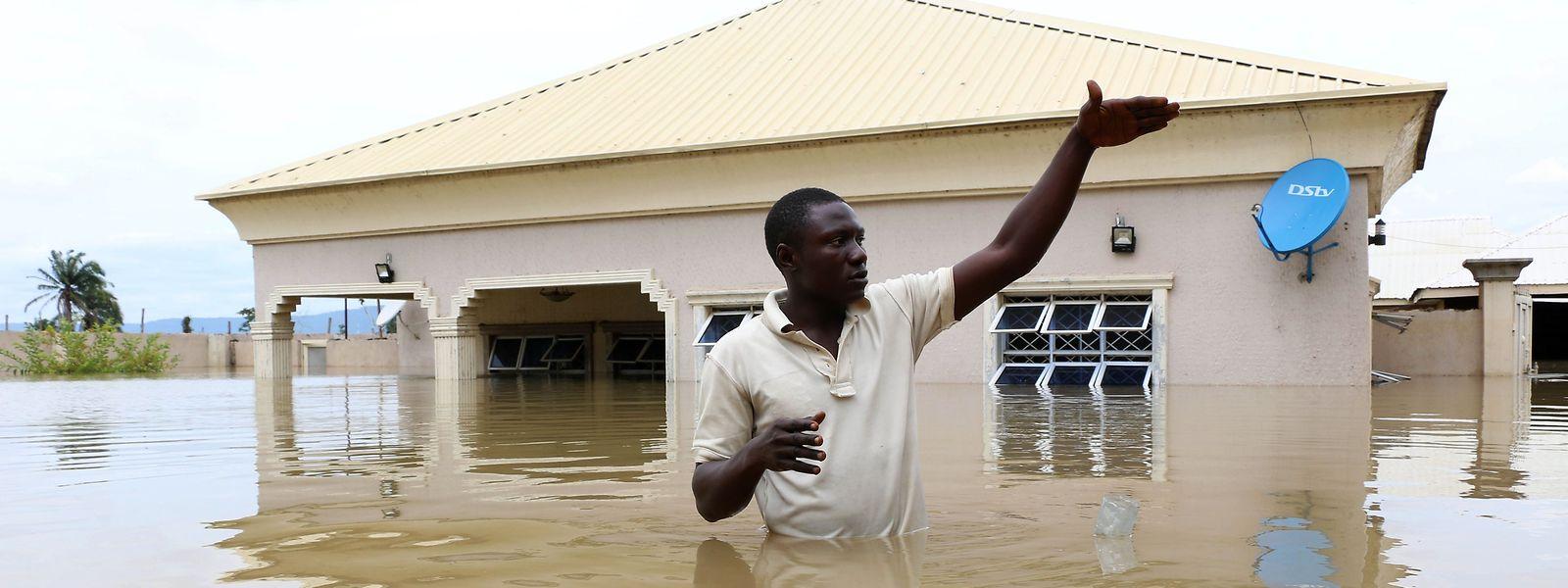 Wie hier in Lokoja in der Provinz Kogi mussten zahlreiche Menschen vor den Fluten fliehen.