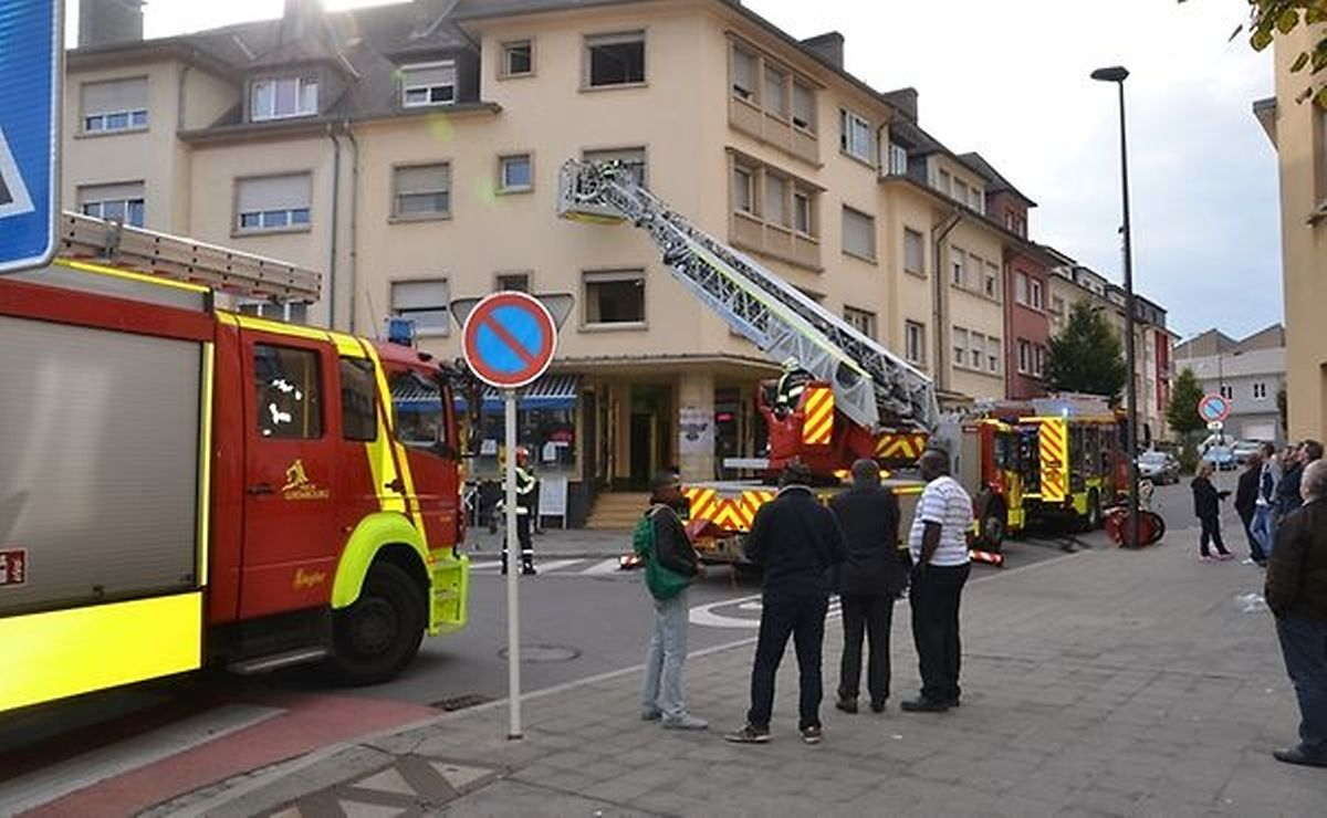 No sábado à tarde, os bombeiros foram chamados à rue Sigismond, na capital, para apagar um incêndio na cave de uma casa