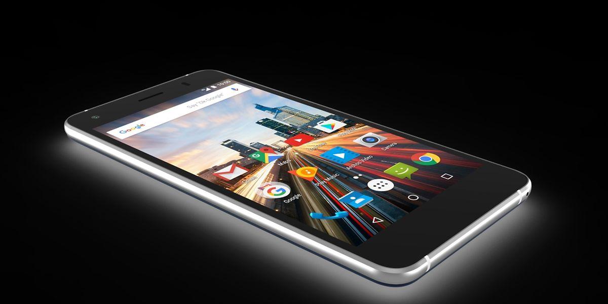 Das Archos 50f Helium ist ein Mittelklasse-Androide mit Fingerabdrucksensor und kommt im Oktober für rund 150 Euro in den Handel.
