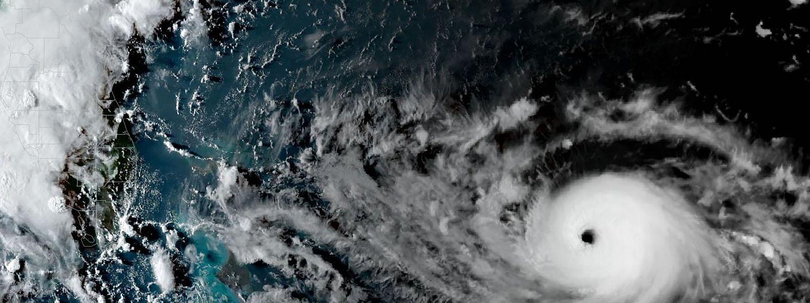 """""""Dorian"""" sammelt über dem rund 29 Grad Celsius warmen Wasser des Atlantiks weiter Kraft."""