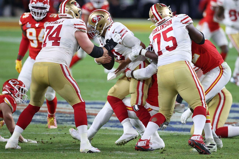 Quarterback Jimmy Garoppolo (49ers) findet kaum Lösungen.