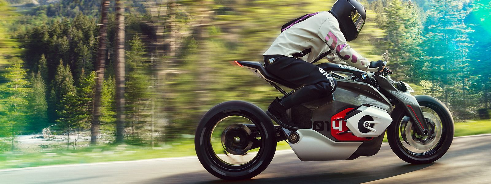 BMW Motorrad hat die typische Anmutung eines Boxermotors auf das Erscheinungsbild des DC Roadster übertragen.