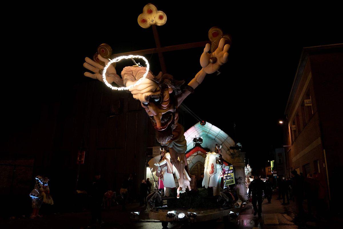 Auch eine Jesus-Figur war Teil der Karnevalsparade in Aalst.