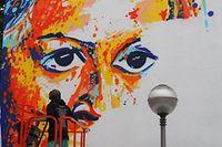 Eindringlicher Blick: Auf der Place Saint Michel sprayt Raphael Gindt ein Porträt.
