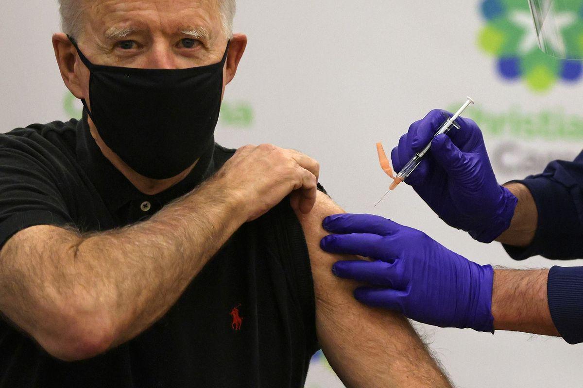 Der gewählte US-Präsident Joe Biden ließ sich am Montag vor laufenden Kameras impfen, um ein Zeichen zu setzen.
