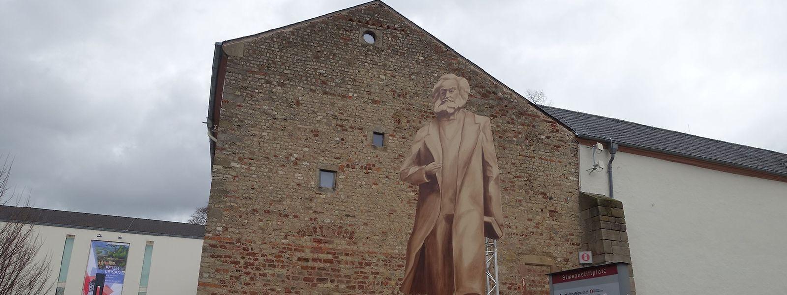 An den Anblick der Karl-Marx-Statue konnten sich die Trierer schon mit diesem Modell aus Holz gewöhnen.