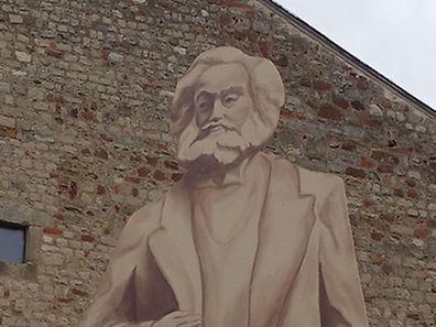 So ungefähr soll sie aussehen - allerdings aus Bronze und nicht wie dieses Modell aus Holz: China wird Trier eine 6,30 Meter hohe Karl-Marx-Statue schenken.