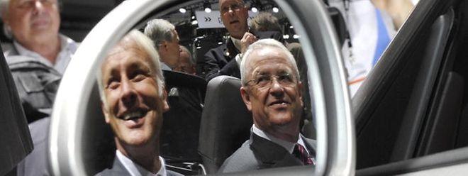 2012 nahmen die beiden Manager noch gemeinsam in einem Porsche Platz: Martin Müller (l.) übernimmt das Ruder aus den Händen von Martin Winterkorn.