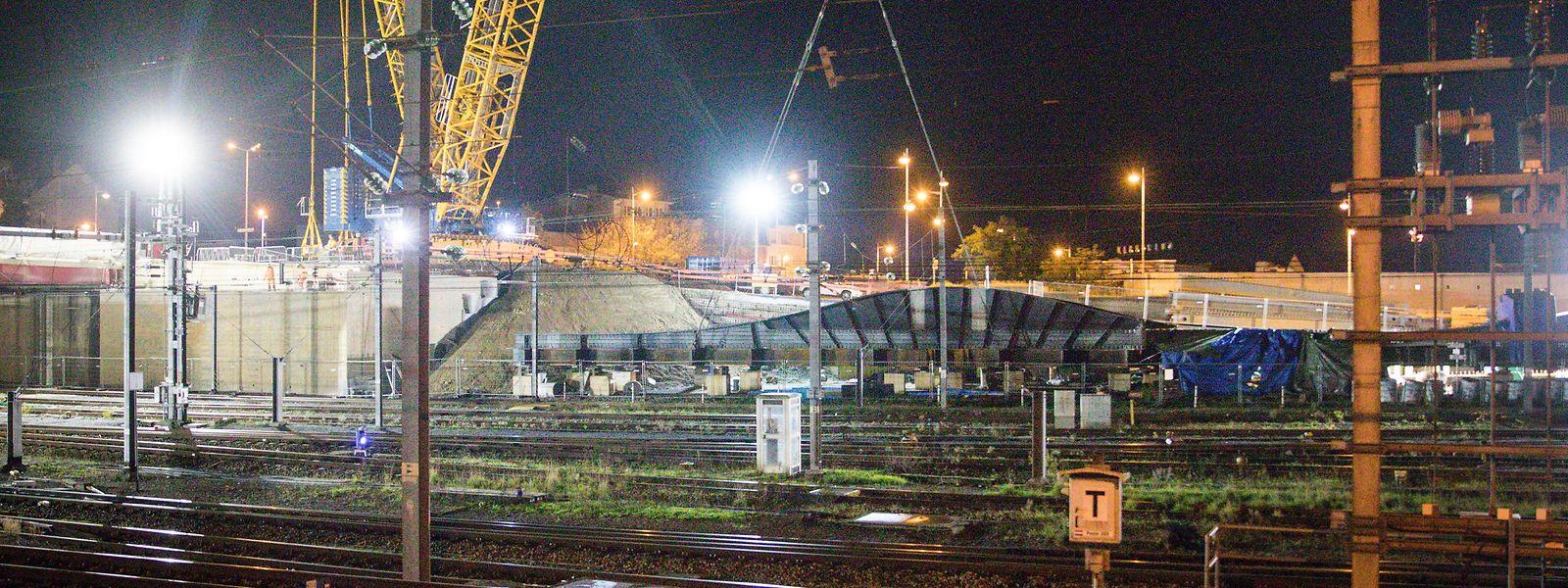 Bereits um 3.30 Uhr in der Nacht auf Samstag wurden die ersten Stahlträger eingebaut.