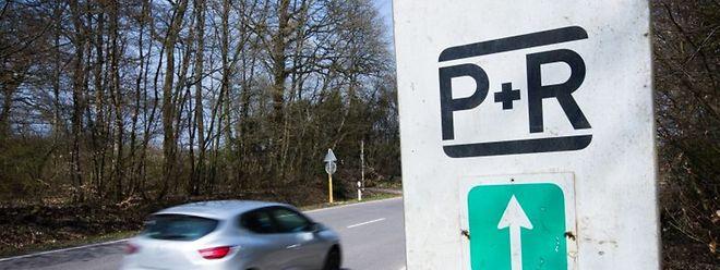"""Vor dem Urlaub das Auto auf einem """"Park & Ride""""-Parkplatz abstellen ist keine Möglichkeit."""