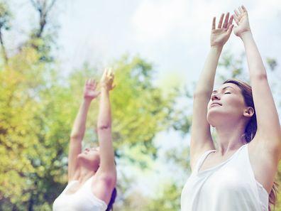 Pratiquer le yoga en milieu naturel décuple les bienfaits