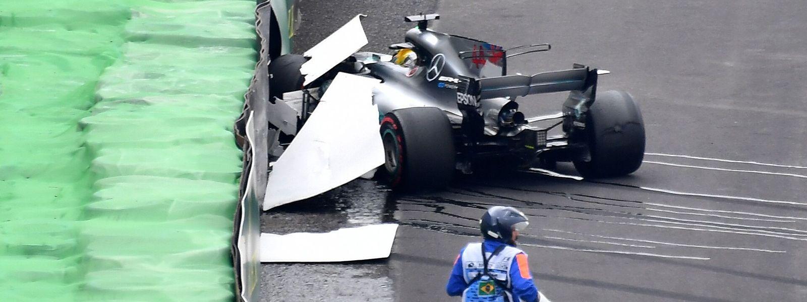 Lewis Hamilton blieb beim Unfall unverletzt.