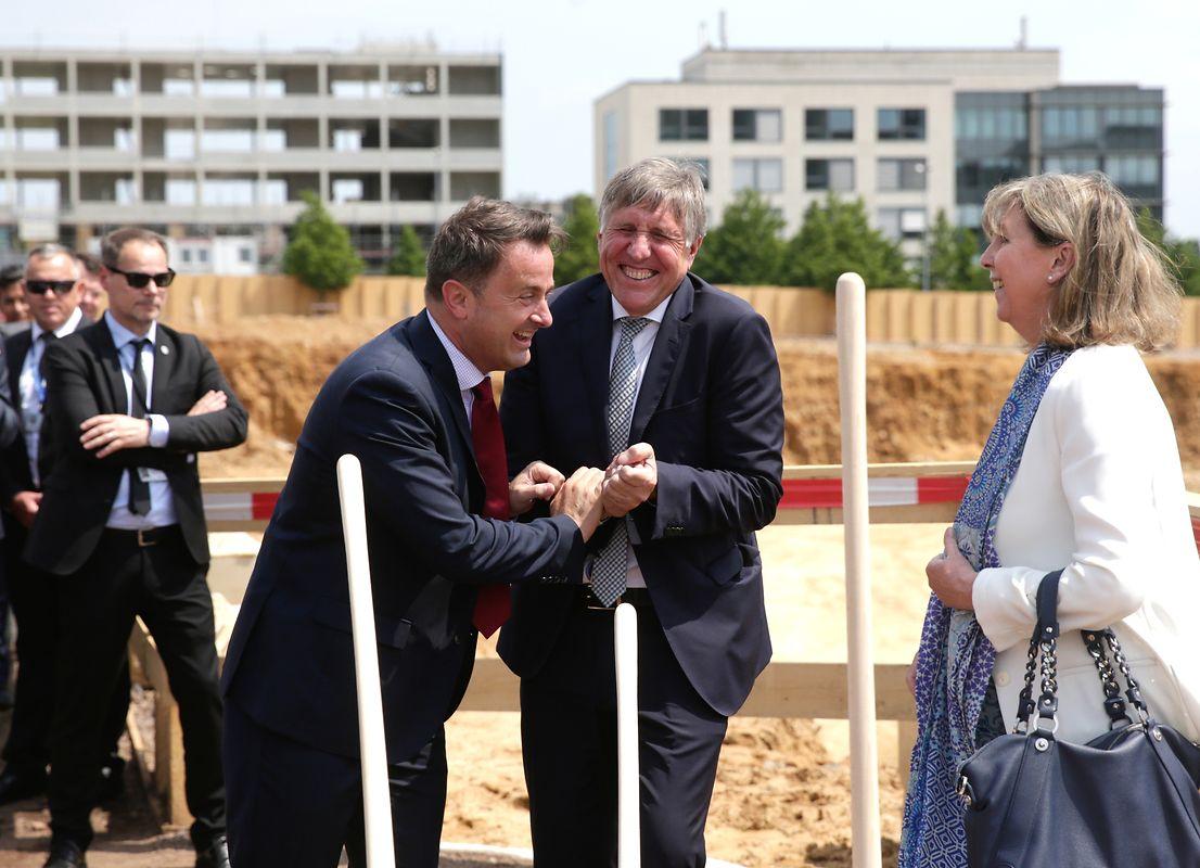 Der Spatenstich erwies sich als freudiges Ereignis für Premierminister Xavier Bettel und Nachhaltigkeitsminister François Bausch.