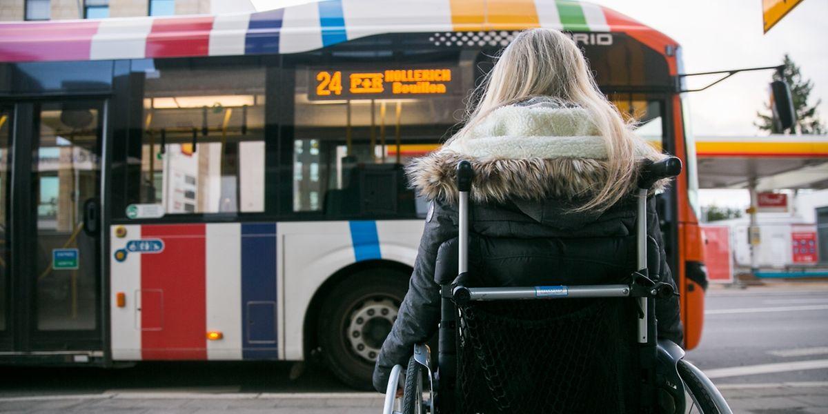 Wieder mobil: Wie bislang dürfen auch weiterhin jene Rollifahrer, deren Rollstuhl keine Kopfstütze hat, in Busse einsteigen.