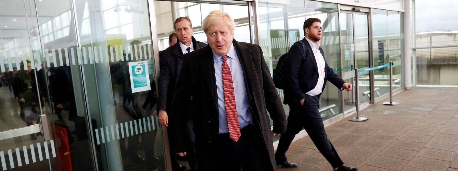 Der wiederholten Frage, ob er im Falle einer Niederlage zum Rücktritt bereit sei, wich Johnson in einem Interview mit Sky News mehrmals aus.