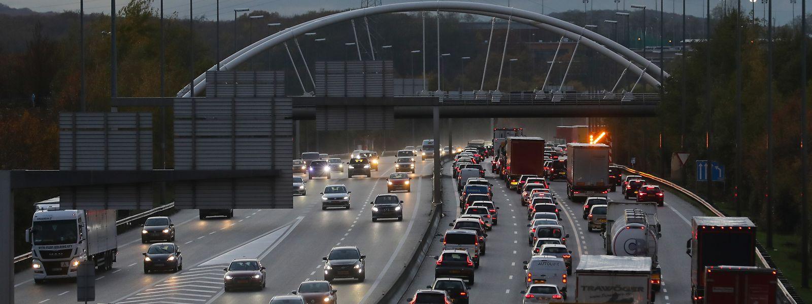 Dass es unter der Woche quasi täglich zu massiven Verkehrsstaus kommt, führt bei vielen Menschen zu Stress, wird aber beim normalen BIP nicht berücksichtigt.