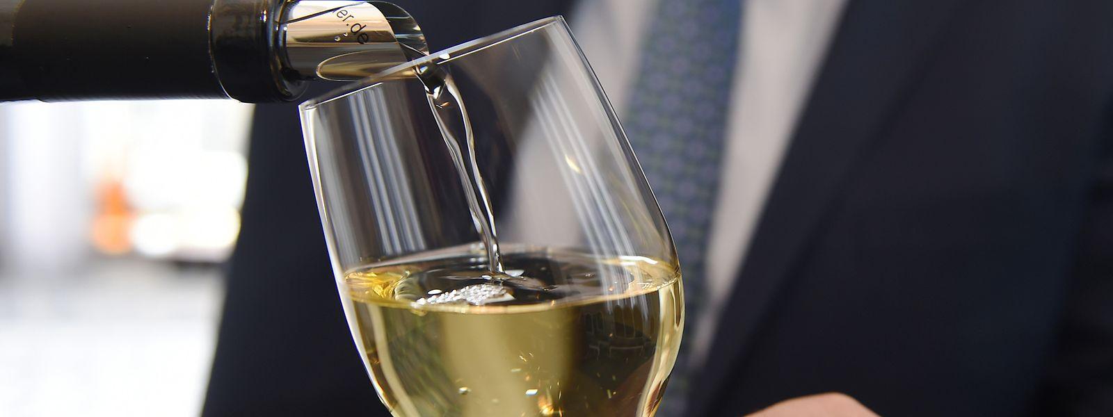 Auch Weißwein gehört zu den europäischen Produkten, die von den US-Strafzöllen anvisiert werden.