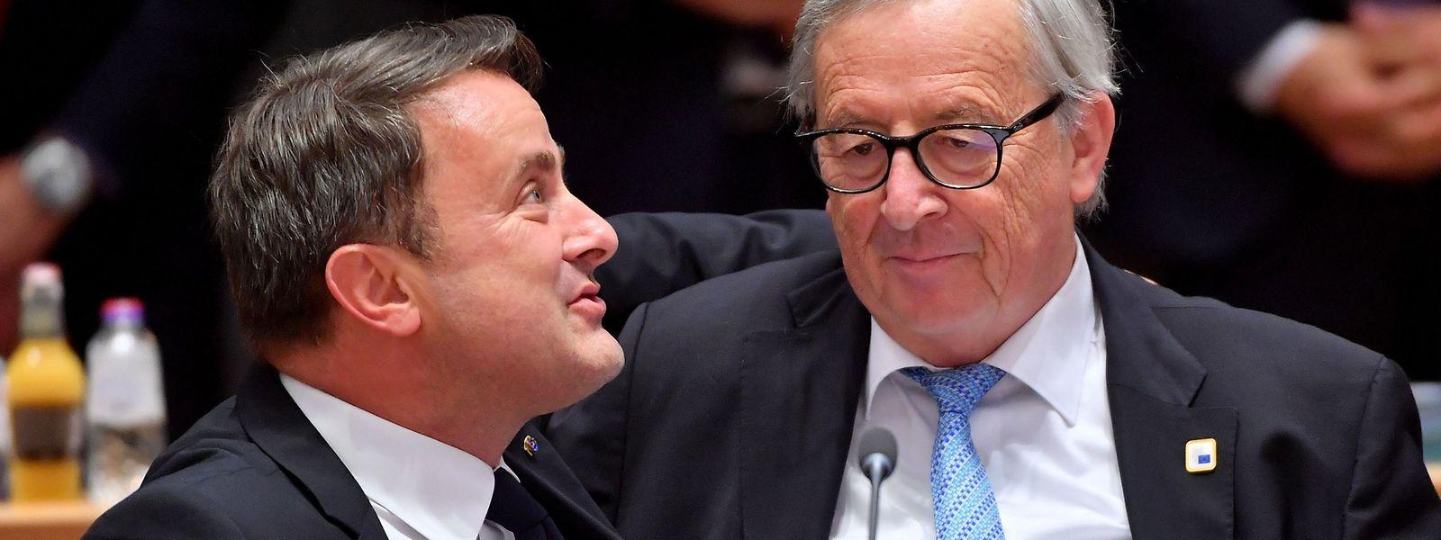 Brückenbauer unter sich: Die beiden Luxemburger beim EU-Gipfel in Brüssel, Xavier Bettel und Jean-Claude Juncker.