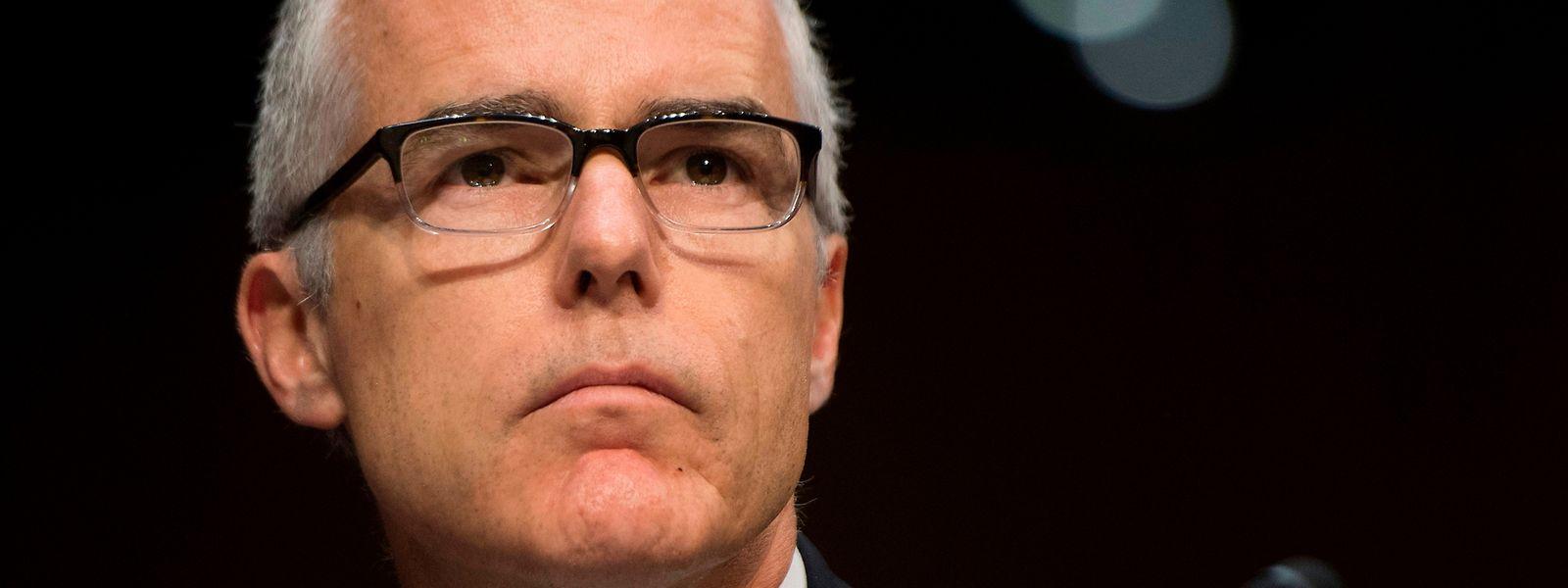 """Einem Bericht der """"New York Times"""" zufolge erfuhr McCabe in der Nacht zum Samstag aus einer Pressemitteilung des Justizministeriums von seiner Entlassung."""