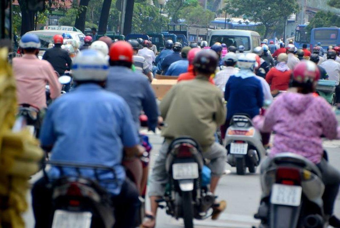Flot incessant des deux-roues à Saïgon