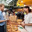 Prinz Harry bei einer Visite des Borough Market in London.