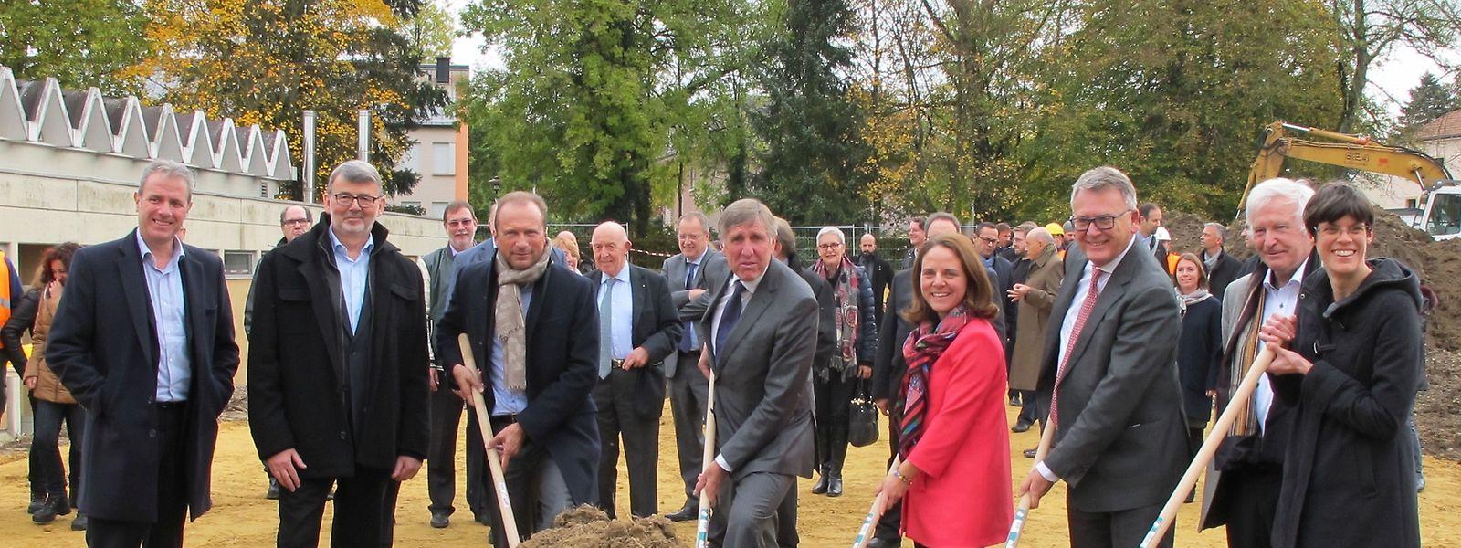 Trois ministres onf fait le déplacement à Capellen: François Bausch, ministre du Développement durable et des Infrastructures (au centre), Corinne Cahen, ministre de la Famille et de l'Intégration et Nicolas Schmit, ministre du Travail.