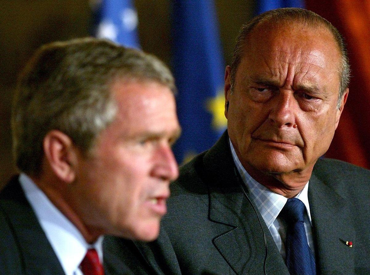 """En 2002 aux côtés de Georges W. Bush. Chirac affirmait qu'une intervention militaire en Irak finirait en """"merdier"""". Il ne s'est pas trompé."""