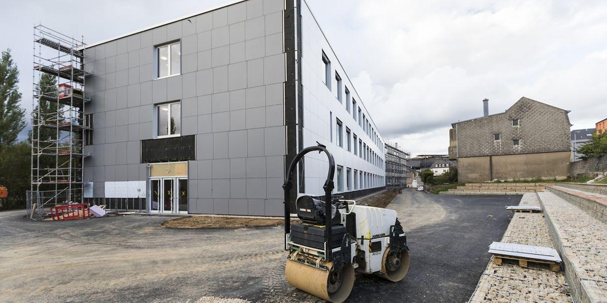 Bis zum Schluss wurde am Neubau der internationalen Schule gearbeitet.