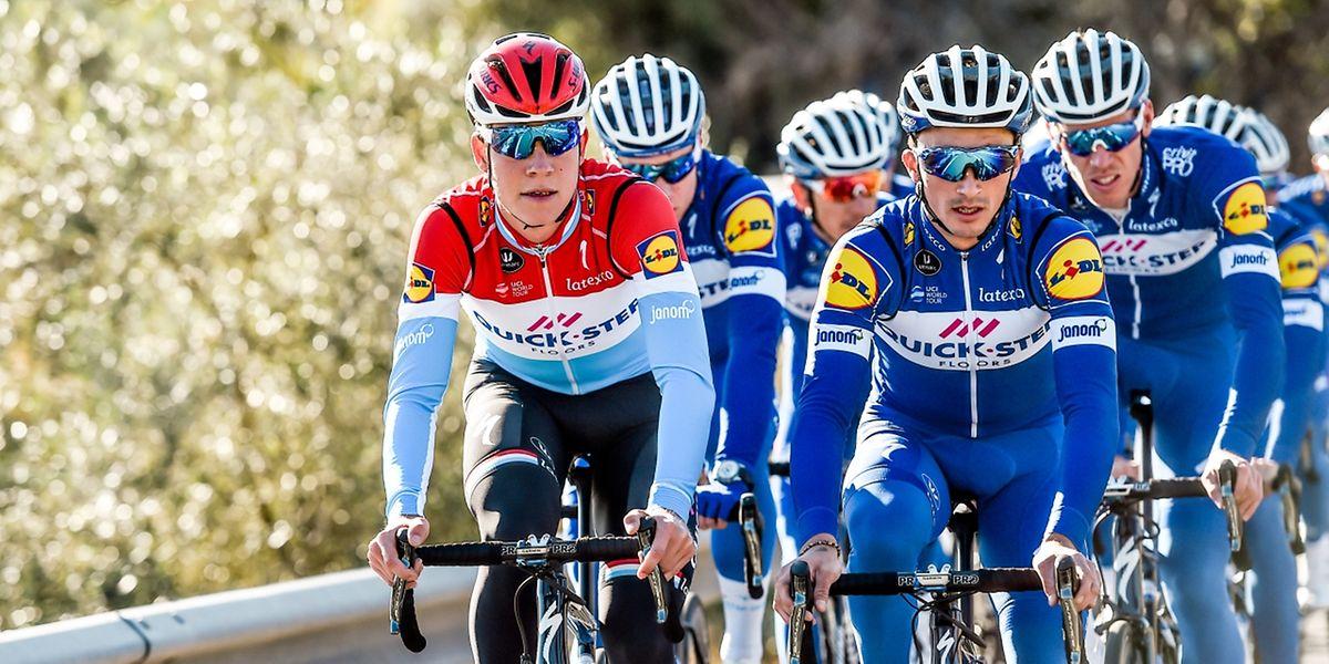 Bob Jungels et Julian Alaphilippe mènent le train de la Quick-Step. Le Luxembourgeois et le Français sont attendus sur les classiques et le Tour de France.