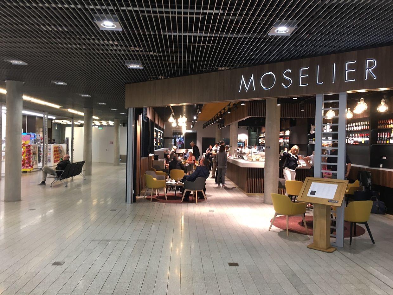 Zwischen dem Buchladen und dem Moselier entsteht im Terminal A der Durchgang, damit Passagiere ins Terminal B gelangen können.