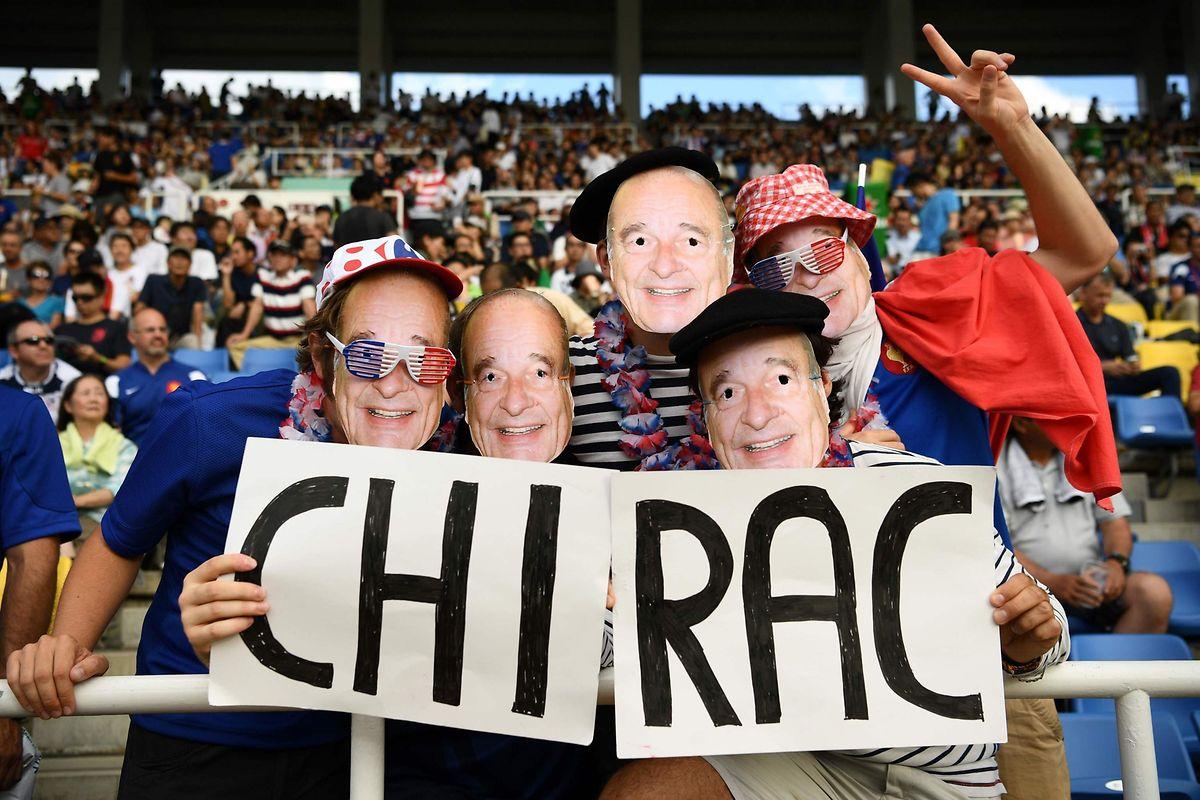 Jusqu'au Japon, dans les travées de la Coupe du monde du rugby, les Français ont voulu témoigner leur sympathie au président Chirac.
