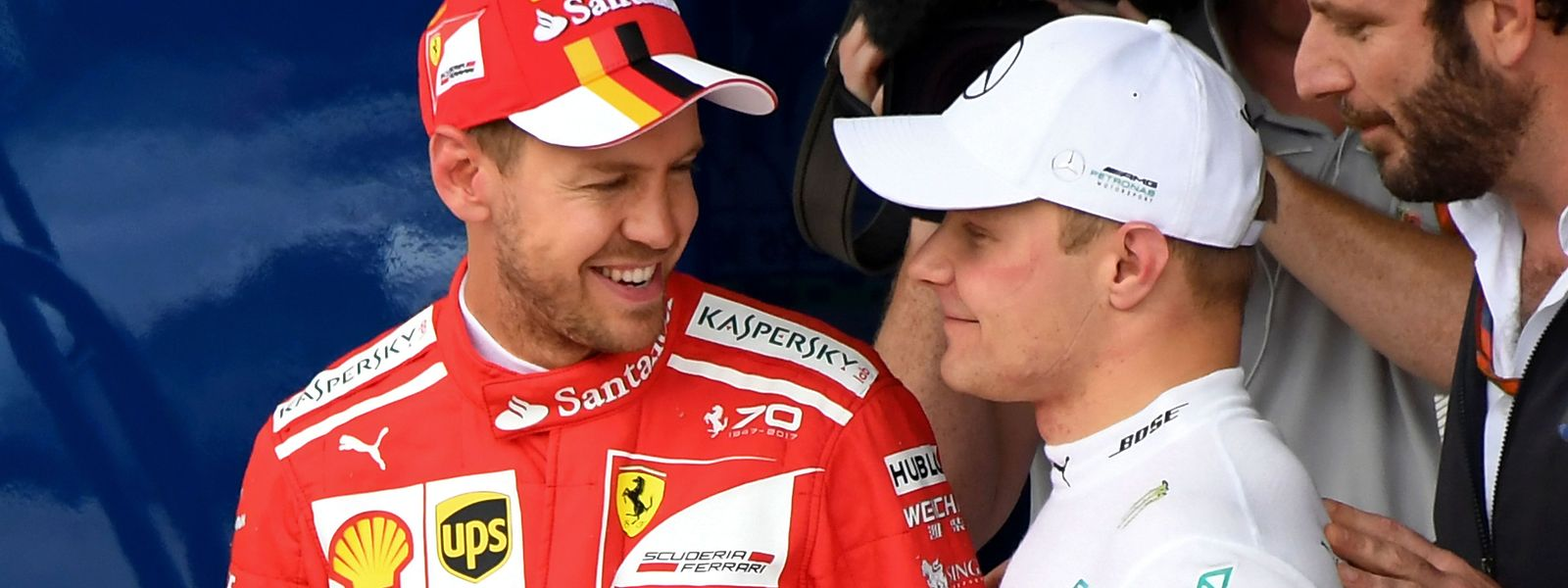 Valtteri Bottas (r.) musste Sebastian Vettel zum Sieg gratulieren.