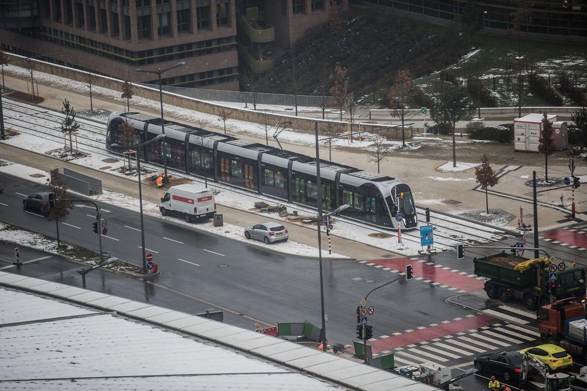 Dans une première phase, le tramway parcourra 4,4 kilomètres à travers l'avenue Kennedy. L'ensemble du parcours entre le Findel et la Cloche d'Or aura une longueur de 16,4 kilomètres.