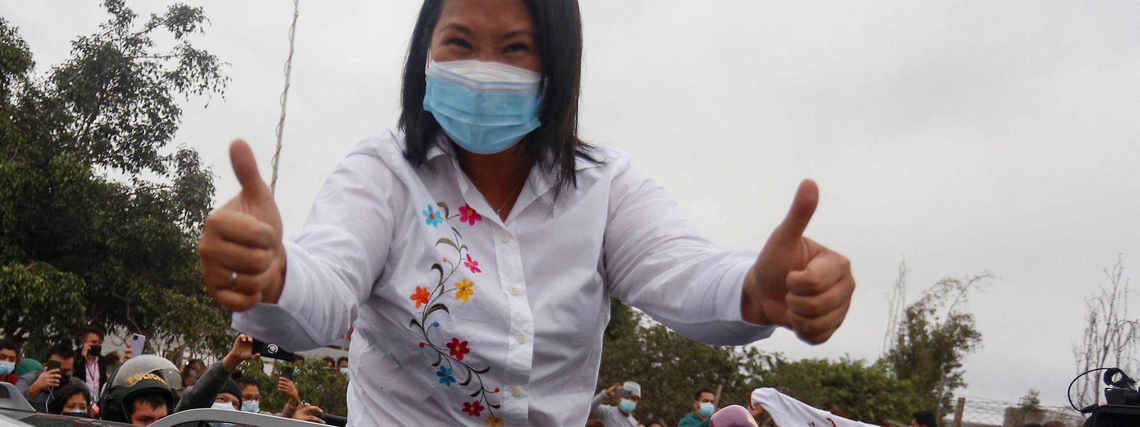 Keiko Fujimori liegt nach Auszählung von 92 Prozent der Stimmen hauchdünn vor ihrem Mitbewerber Pedro Castillo.