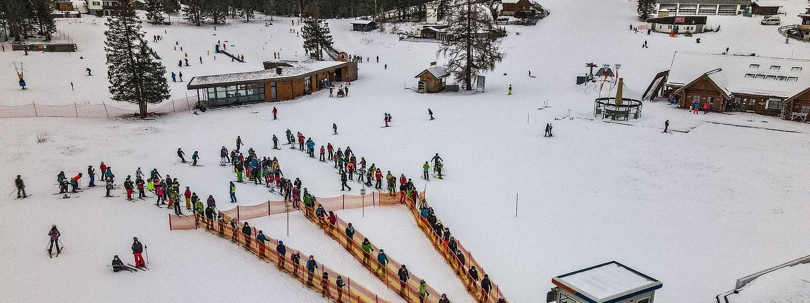 Obwohl in Österreich seit dem 26. Dezember vergangenen Jahres ein harter Lockdown gilt, waren die Skigebiete – wie hier in Wurzelalm und Hinterstoder – über die Feiertage gut besucht.
