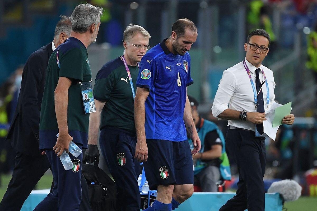 Giorgio Chiellini muss ausgewechselt werden.