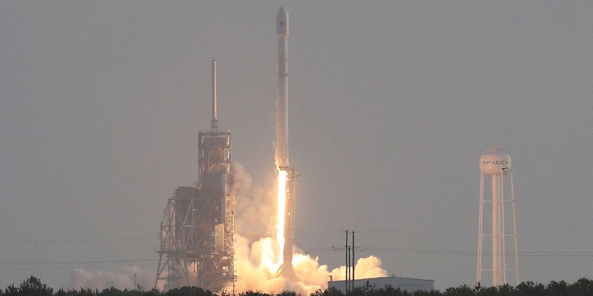 Cape Canaveral ce lundi. La fusée du génial entrepreneur Elon Musk décolle.