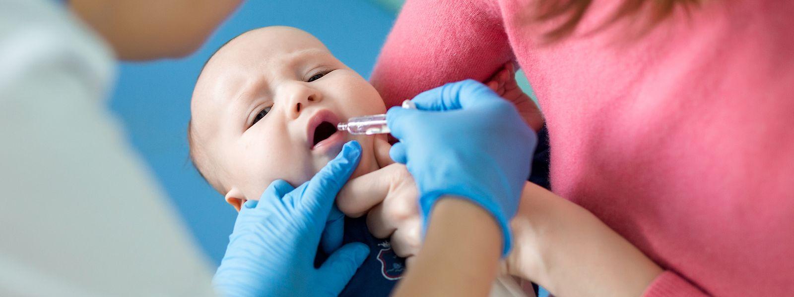 Kleinkindern wird der Impfstoff gegen Rotaviren in der Regel via Schluckimpfung verabreicht.